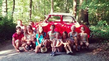 Kinder am Goggomobil Interview Entschleunigung und Langeweile